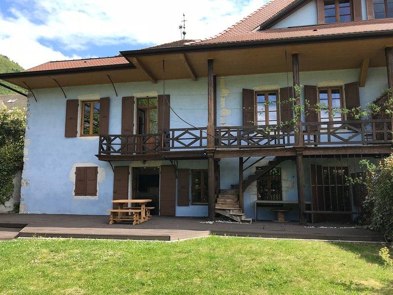 MENTHON-ST-BERNARD, Spacieuse maison, centre du village 10 pers, holiday rental in Echarvines