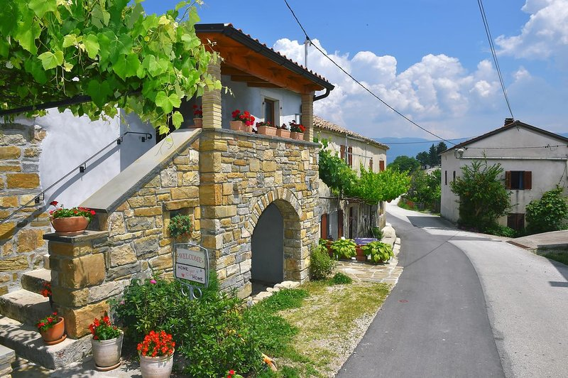 Three bedroom house Paz, Central Istria - Središnja Istra (K-16623), aluguéis de temporada em Hum