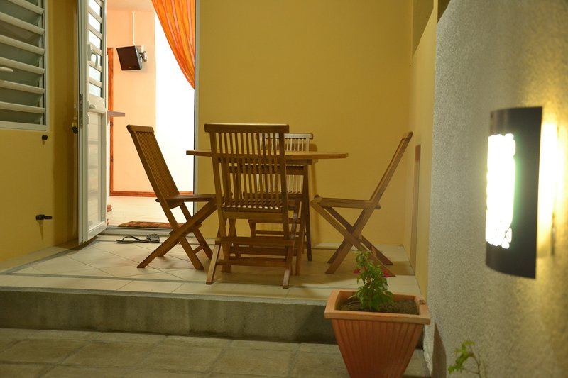 Nice studio with shared pool & Wifi, casa vacanza a La Mivoie