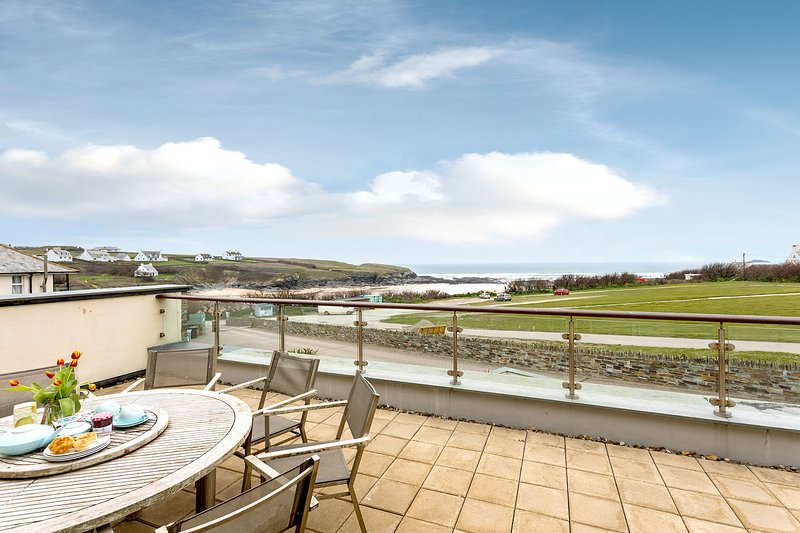 Tamarisk wonderful sea view from luxury apartment, location de vacances à Porthcothan