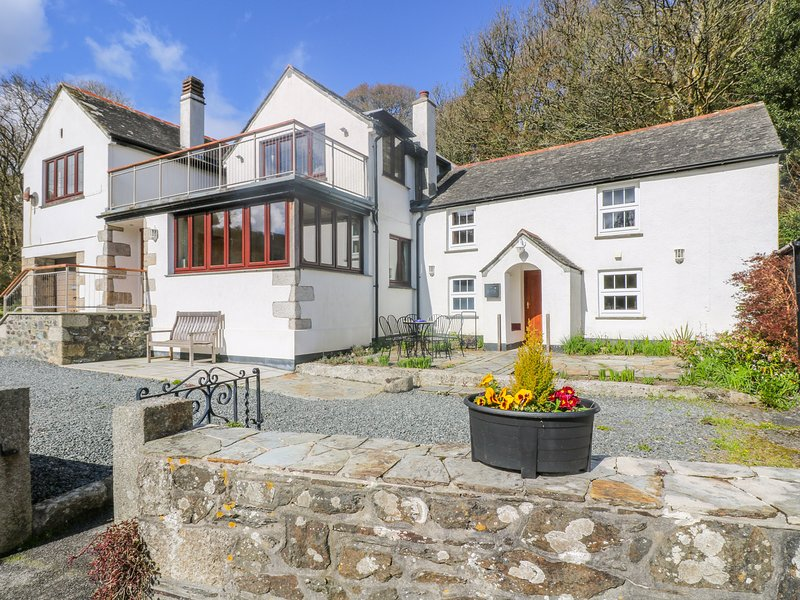 CARNE MILL, beautifully renovated former mill, large gardens, views of tidal, holiday rental in Gillan