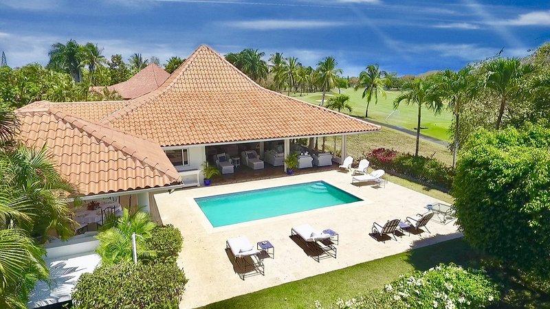VILLA MARILYN by KlabHouse 3BDR w/Pool and Golf View, aluguéis de temporada em Cumayasa