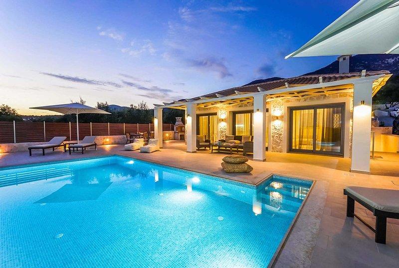 Lux villa,walking distance of restaurants & shops, vacation rental in Mousata
