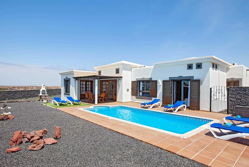 Lovely 3 bedroom villa located in a quiet location, alquiler de vacaciones en Yaiza