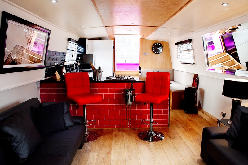 The Joker Boat , House Boat Apartment/ Apartment Hotel, holiday rental in Heswall