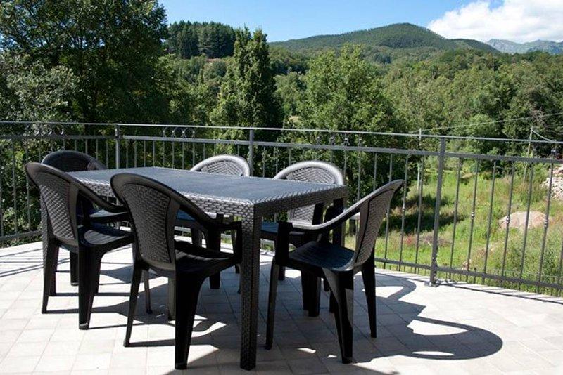 Nice apartment with mountain view, casa vacanza a Filetto