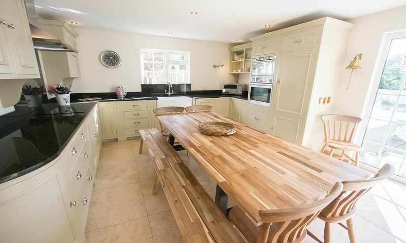 Shippenrill Croyde | 6 Bedrooms / Sleeps 13 | Hot Tub*, holiday rental in Braunton