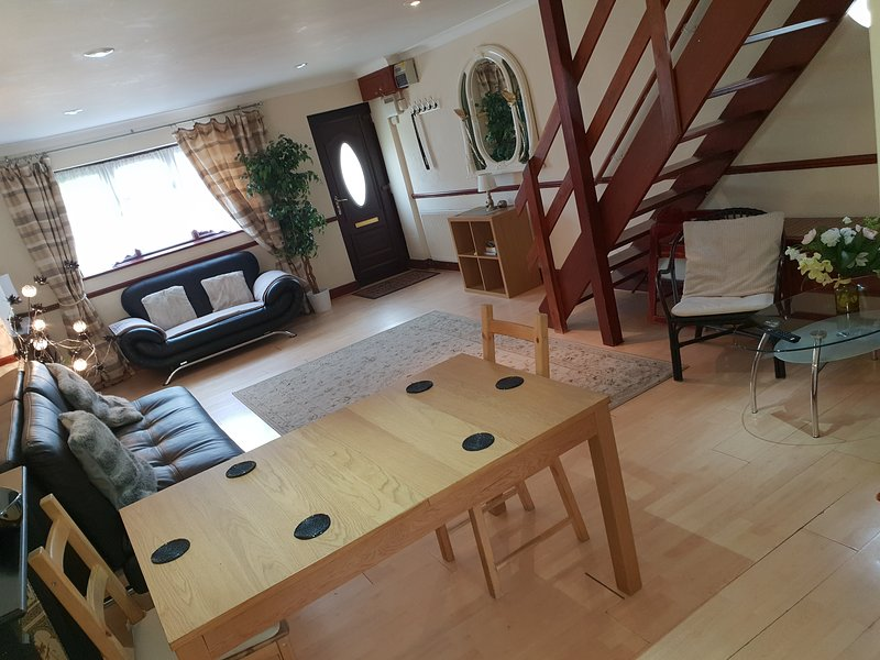 Cosy House up to 9 people with Parking close to Olympic!, holiday rental in Stratford City