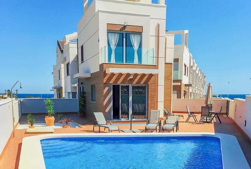3 bed modern villa with sea views and roof terrace, holiday rental in Puerto de Mazarron