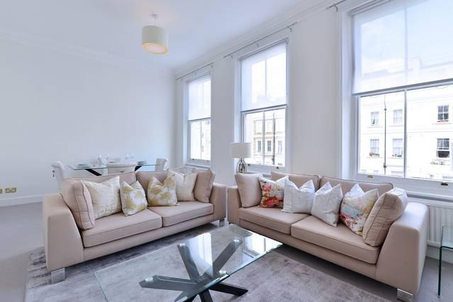 Light Spacious 2 Bed Apartment Kensington, aluguéis de temporada em Willesden