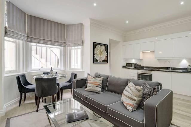 Beautiful One Bed Apartment- Lower Ground Floor, holiday rental in Willesden