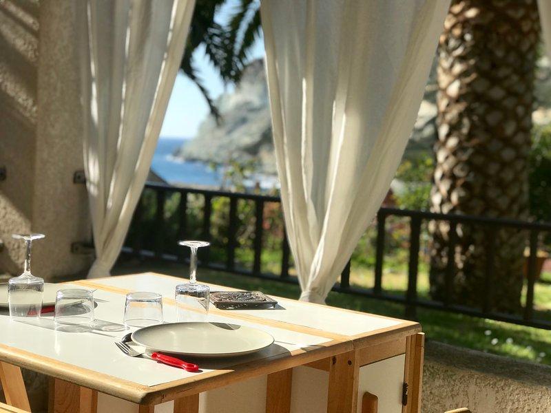 Appartement idéalement situé face à la mer, holiday rental in Ogliastro