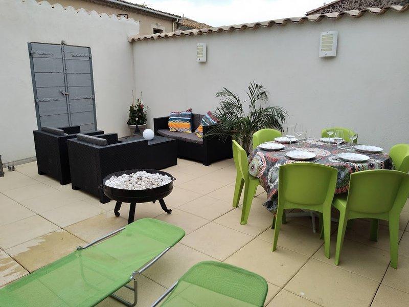 La maison du Capitaine,  grande terrasse ensoleillée, au coeur de Marseillan, location de vacances à Pinet