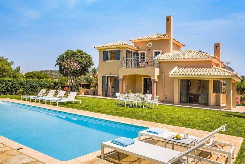 5 min walk to the beaches & beachside tavernas, location de vacances à Agia Pelagia