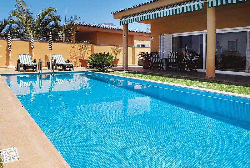 Modern Thai-style villa w/pool, close to the beach, Ferienwohnung in Puerto de Santiago