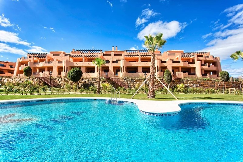 Beautiful sea view, modern, 2 bed 2 bath apartment with pool, vacation rental in Casares del Sol