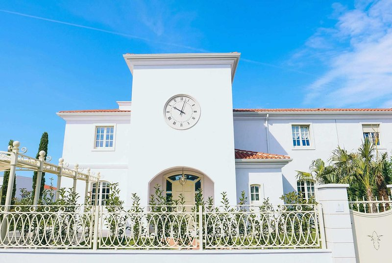 Luxury 4 bed 4 bath villa 12km from Porec, vacation rental in Cervar Porat