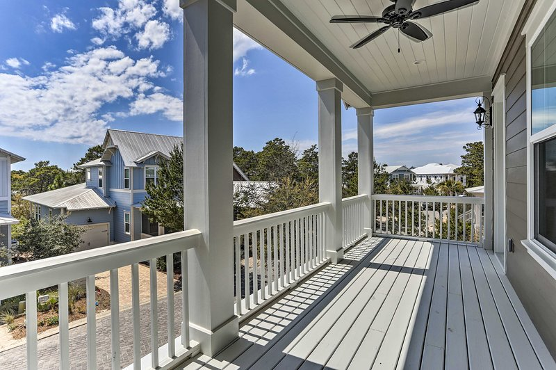 With a large balcony & luxury amenities, this Santa Rosa Beach home has it all.