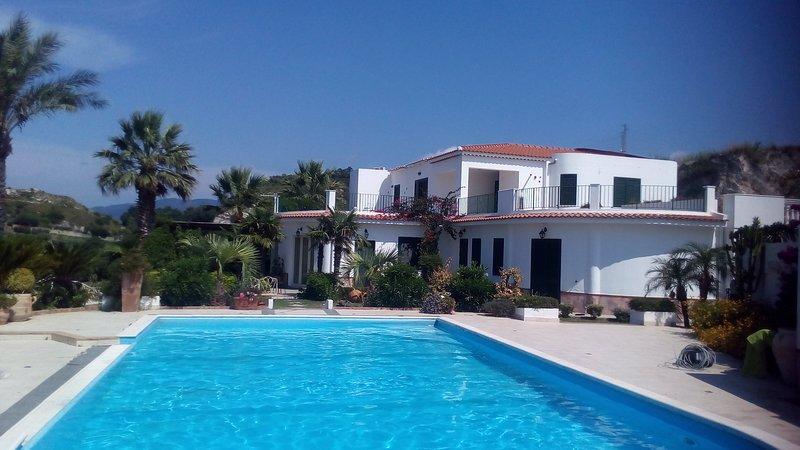 Villa Eden holidayrelax, vacation rental in Villafranca Tirrena