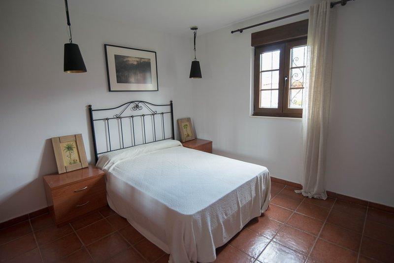 Casa rural chic con terreno y barbacoa, holiday rental in Cardes