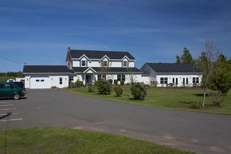 Graham Inn (Fields in Bloom Room with King Bed), vacation rental in Cavendish