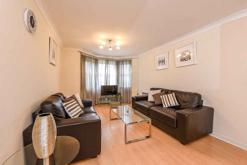 Modern Apartment  - Guildford Town Centre, Ferienwohnung in Guildford