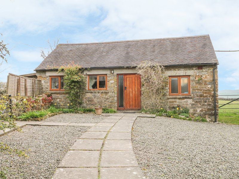 MANIFOLD COTTAGE, pet-friendly single-storey cosy cottage with country views in, vacation rental in Norham