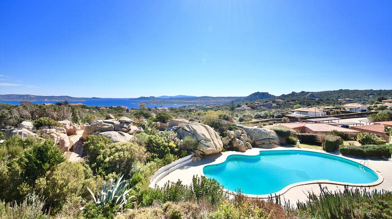 COTTAGE DOLCEVITA by KlabHouse-4BR w/ Panoramic Hot Tube- Pool and Terrace, vacation rental in San Pasquale