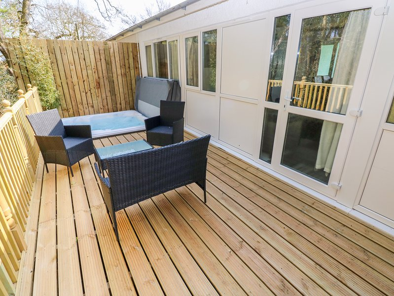 VALLEY GROVE 8, Open-plan living, WiFi, Electric fire, Saundersfoot, holiday rental in Begelly