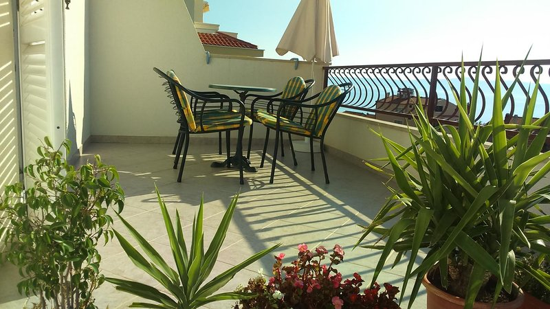 Tucepi Apartment Sleeps 4 with Air Con - 5783789, holiday rental in Tucepi