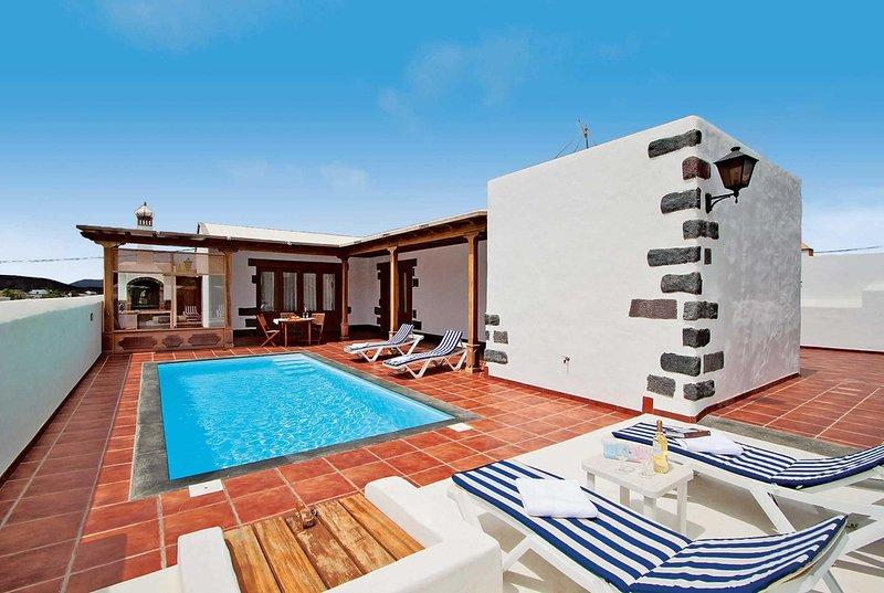 countryside villa, alfresco dining, private pool, casa vacanza a Femes