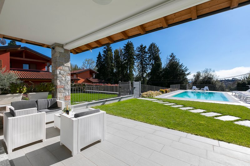Villa Il Gelsomino Bellavista, holiday rental in Travedona-Monate