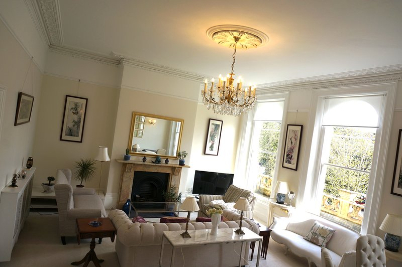 Luxury apartment in Montpellier area of Cheltenham, allocate parking at front, alquiler vacacional en Cheltenham