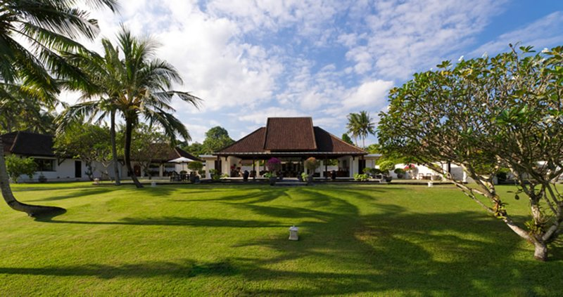 Enjoy a Holiday of a Lifetime in a Luxury Villa with Your Own Private Chef, location de vacances à Kediri