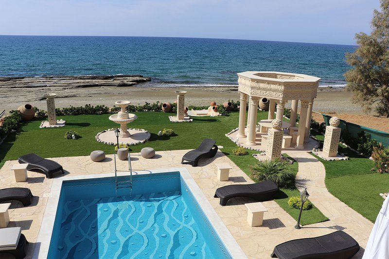 Luxury 8 Bedroom Villa with Private Pool, Paphos Villa 1410, holiday rental in Nea Dimmata