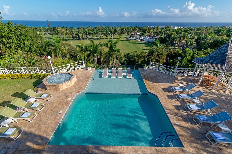 BUTLER! CHEF! HEATED POOL! BEACH MEMBERSHIP! Fairway Manor - Montego Bay 6BR, vacation rental in Rose Hall