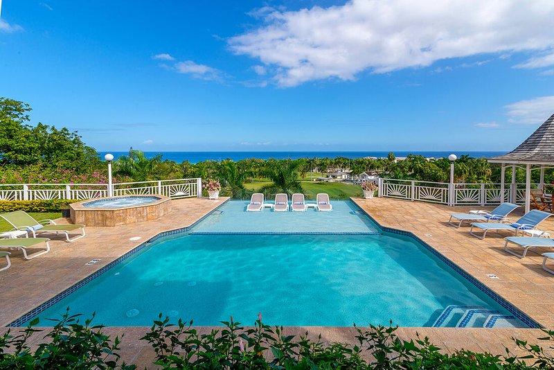 INFINITY POOL! BEACH MEMBERSHIP! CHEF! BUTLER!Fairway Manor - Montego Bay 4BR, vacation rental in Rose Hall