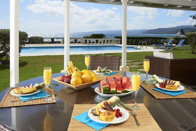 Waterfront! Pool! Staff! Gated Community! Terra Nova - Ocho Rios 4BR, holiday rental in Mammee Bay