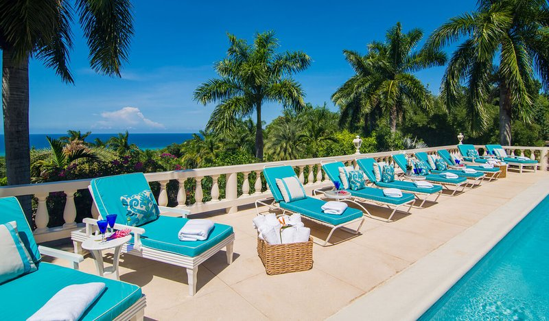 ULTIMATE LUXURY! STAFF! POOL! RESORT MEMBERSHIP!Endless Summer - Montego Bay 4BR, vacation rental in Rose Hall