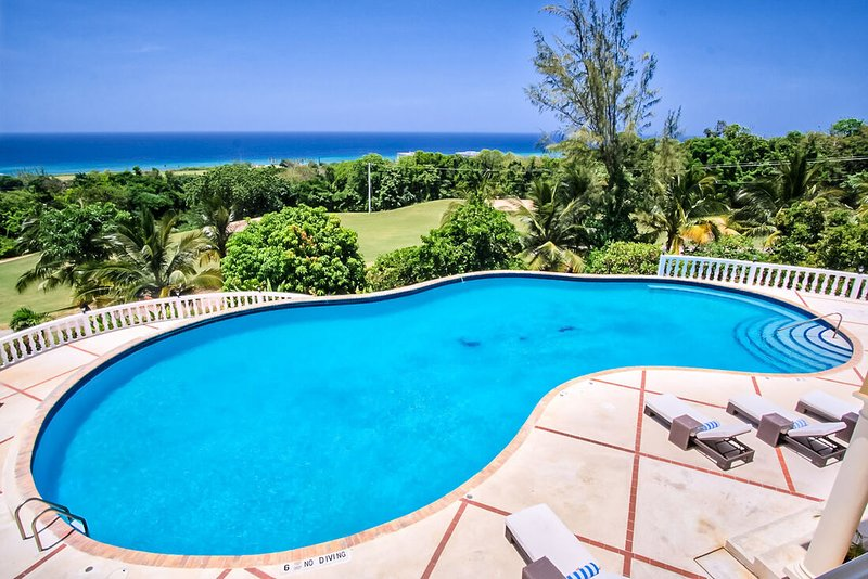 FAMILY REUNIONS! LUXURY! FULLY STAFFED! POOL-Golden Castle Villa 12BR, vacation rental in Rose Hall