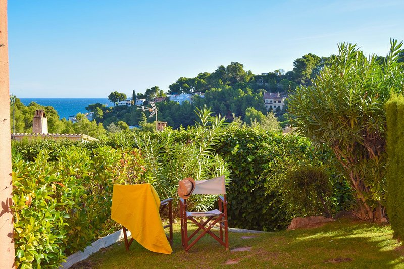 C8-Four bedrooms terraced house with sea view. Community Garden and pool., holiday rental in Platja de Sa Riera