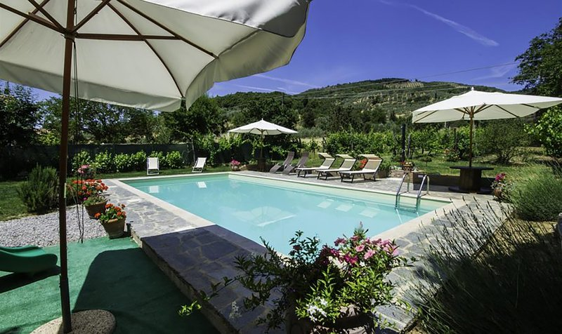 Villa Nonni, family farmhouse with private pool, holiday rental in La Strada-Santa Cristina
