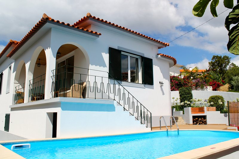 Lovely A/C family villa, walking distance to the sea and amenities - Villa, holiday rental in Canico