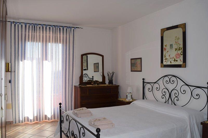 La casa del viaggiatore - stanza n.2, vacation rental in Thiesi