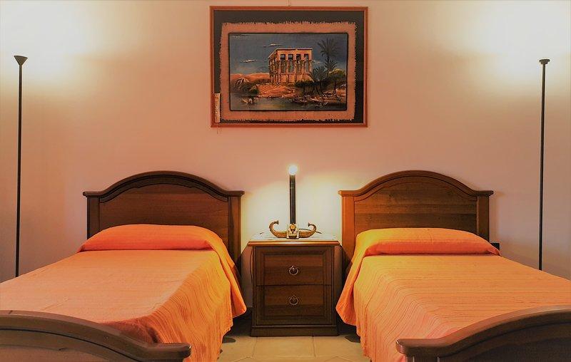 La casa del viaggiatore - stanza n.3, vacation rental in Thiesi