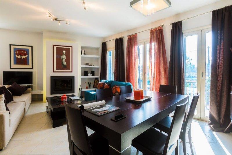 Stylish, recently renovated apartment in Garitsa Bay, location de vacances à Kanoni