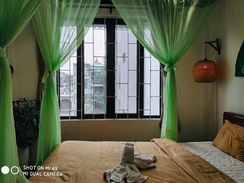 HARMONY / CHILL ART STUDIO / 2 MINS TO OLD QUARTER, casa vacanza a Dinh Bang