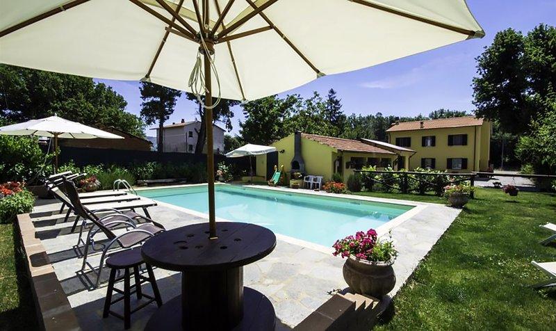 Villa Nonna Private Pool, Dining pergolas and the villa