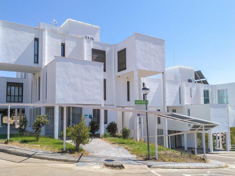 Apartamentos Turísticos Embalse de Orellana, holiday rental in Don Benito