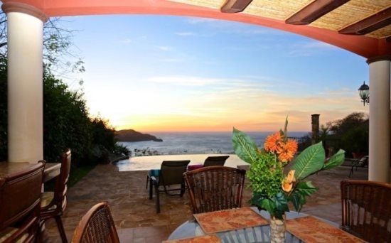 Casa de Cacique Sink into this infinity edged pool and watch the sunset, holiday rental in Playa Hermosa